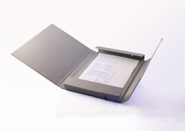 Dokumentmappe A4 i gråt genbrugspapir