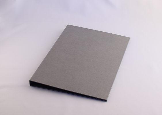 Clipboard folder A4 I gråt genbrugspapir med lærredsstruktur
