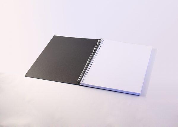 Sort notesbog i genbrugspapir