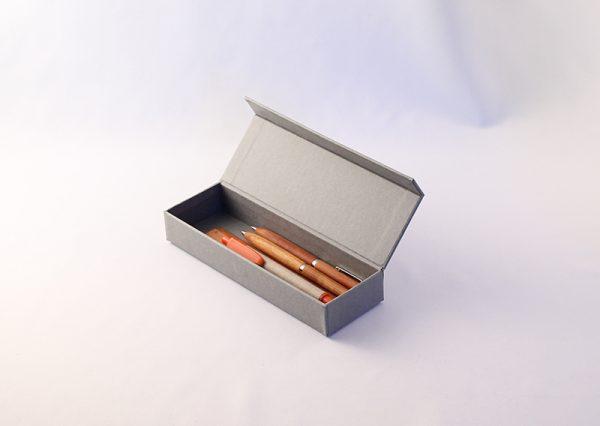 Bæredygtigt penneetui i genbrugspapir