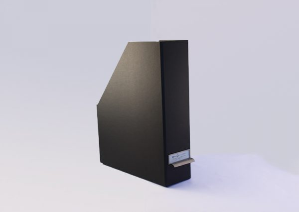Bæredygtig tidsskriftholder med metalhåndtag i sort genbrugspapir