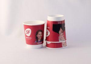 Bæredygtigt, dobbeltvægget papkrus til kolde drikke, FSC certificeret pap beklædt med bionedbrydeligt polyethylen (PE)