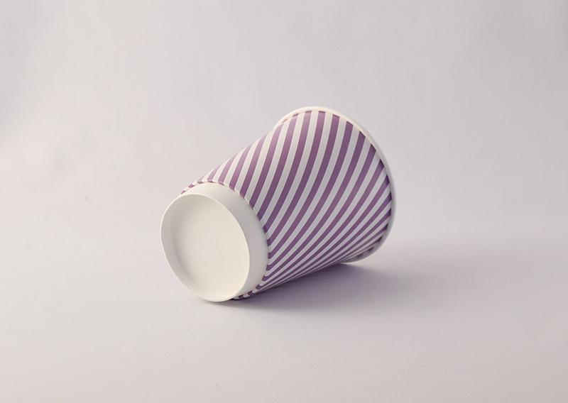 Bæredygtigt engangskrus med logo tryk. FSC certificeret papir beklædt med bionedbrydeligt polyethylen (PE)