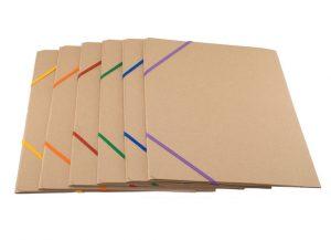 Bæredygtig A4 mappe i naturfarvet karton med elastik