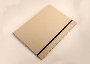 Bæredygtig A4 mappe med elastik i genbrugspap