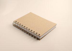 Notesbog A6 med bæredygtigt omslag i naturfarvet genbrugspap