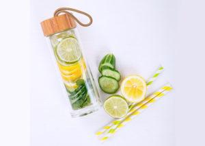 Bæredygtig drikkedunk i glas og bambus