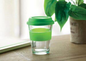 Miljøvenligt to go termokrus i glas med silikonelåg
