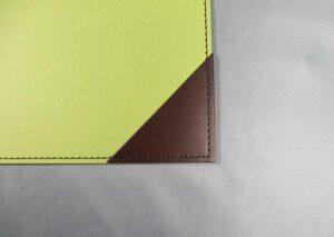 Skriveunderlag i fsc certificeret genbrugspapir med læderhjørner - grøn