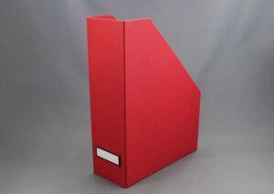 Tidsskrifholder / magasinholder i miljøvenligt FSC certificeret genbrugspap - rød
