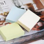 Kasse-med-12-blokke-genbrugs-Sticky-Notes-miljoe